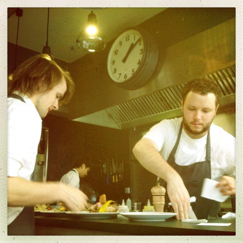 Le 6 Paul Bert Paris open kitchen plating the food